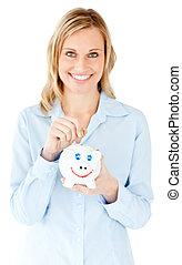 het glimlachen, businesswoman, reddend geld, in, een,...
