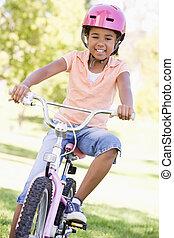 het glimlachen, fiets, jong meisje, buitenshuis