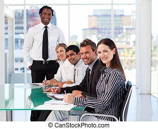 het glimlachen, fototoestel, vergadering, zakenlui