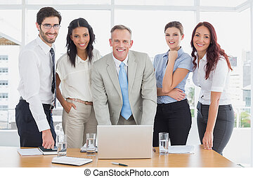het glimlachen, fototoestel, zakenlui