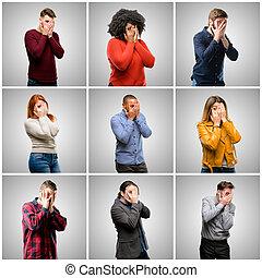 het glimlachen, groep, blik, breed, bedekking, mensen, verlegen, mannen, gezicht, het kijken, hebben, het gluren, handen, gemengd, door, confusedly, vingers, vrouwen