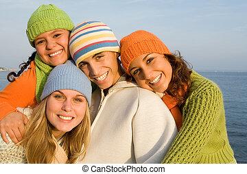 het glimlachen, groep, tieners, vrolijke