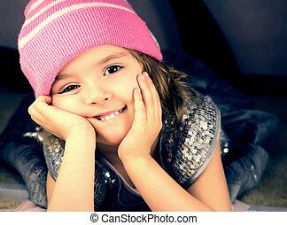het glimlachen, hoedje, meisje, closeup.