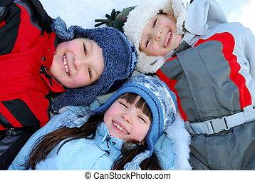 het glimlachen, kinderen, winter