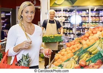 het glimlachen, klant, vasthouden, appel, in, supermarkt