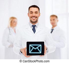 het glimlachen, mannelijke arts, met, tablet pc