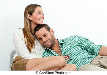 het glimlachen, relaxen, paar, couch.