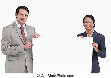 het glimlachen, salesteam, vasthouden, leeg teken