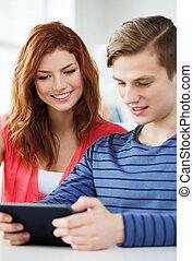 het glimlachen, scholieren, met, tablet pc, op, school