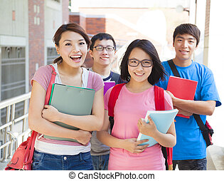 het glimlachen, scholieren, staand, samen, op, campus