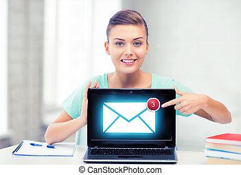 het glimlachen, student, meisje, met, draagbare computer, op, school