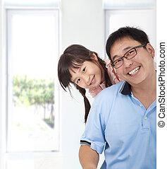 het glimlachen, vader, aziatisch meisje