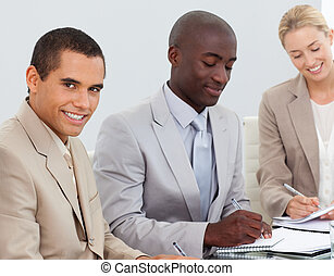 het glimlachen, vergadering, zakenlui