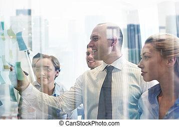 het glimlachen, zakenlui, met, teken, en, stickers