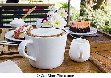 het kaffe kopp, på, trä tabell, med, bakgrund, av, tårta, och, blomma