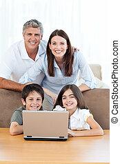 het kijken, blij, fototoestel, gezin