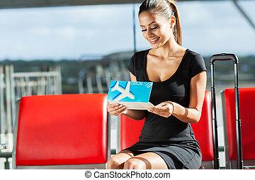 het kijken, businesswoman, ticket, jonge, lucht