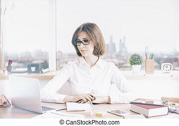 het kijken, draagbare computer, vrouw, scherm