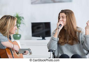 het kijken, guitarist, het zingen, vriend