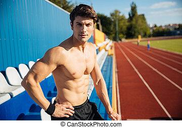 het kijken, mannelijke atleet, mooi, fototoestel, sexy