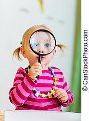 het kijken, vergrootglas, meisje, toddler, door