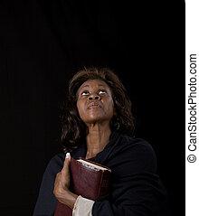 het kijken, vrouw, op, vasthouden, bijbel