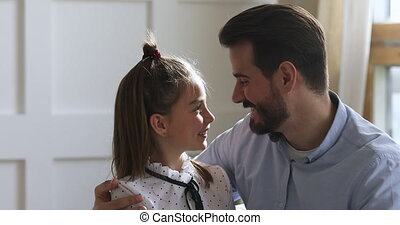 het knuffelen, aanhankelijk, schattig, oud, jonge, school, ...