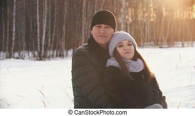 het knuffelen, ondergaande zon , paar, winter, achtergrond, ...