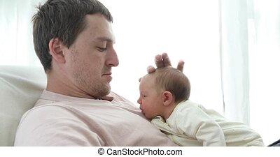 het knuffelen, pasgeboren, hartelijk, man