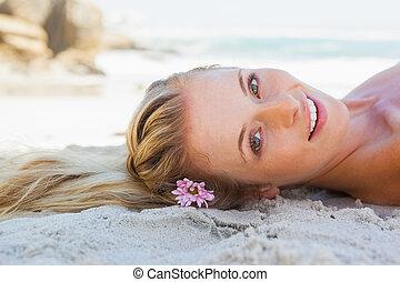 het liggen, blonde, strand, onbezorgd, mooi