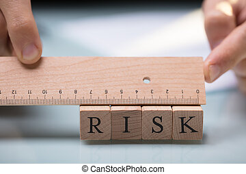het meten, meetlatje, businessperson, blokjes, verantwoordelijkheid