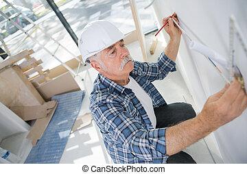 het meten, muur, arbeider, bouwsector, oud