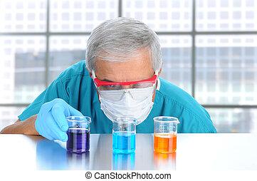 het onderzoeken, wetenschapper, vloeistof, bekers