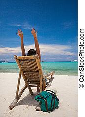 het ontspannen van de mens, op het strand