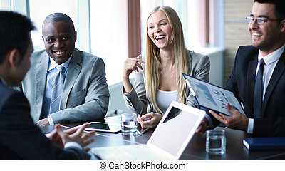 het op elkaar inwerken, op, vergadering