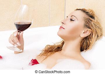 het poseren, blonde , seksuele , kaukasisch, wijn., ligbad, vrouw, rood, glas