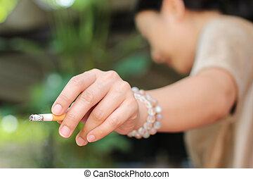 het roken van een sigaret