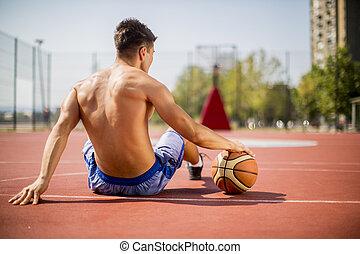 het rusten, basketbal, jonge man, spelend
