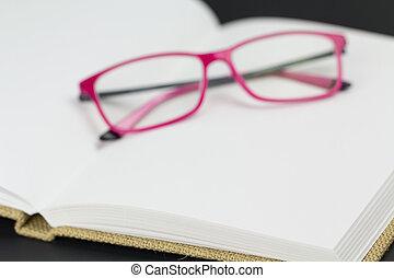 het rusten, brillen, pagina's, leeg
