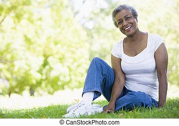 het rusten, oude vrouw, park