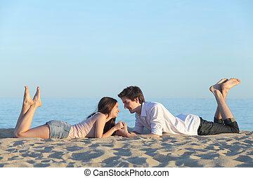 het rusten, paar, datering, strandzand