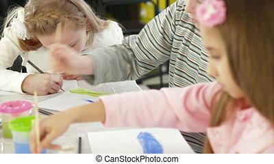 het schilderen watercolor, kinderen