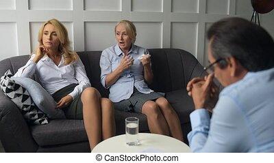 het schreeuwen, vrouw, vervaardiging, bekentenis, op, psychologen, kantoor