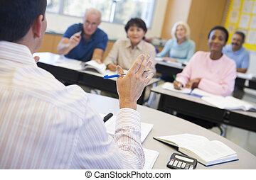 het spreken, scholieren, stand, volwassene, focus), (...