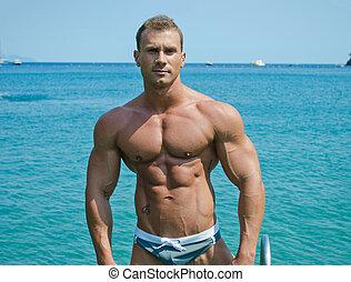 het staan achterop, jonge, bodybuilder, zee, oceaan, of,...