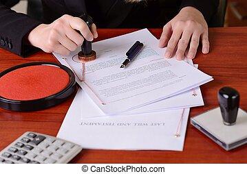 het stempelen, laatste wil, closeup, handen, testament, notary's, publiek
