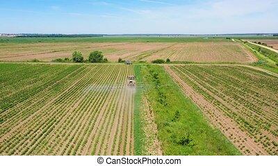 het verstuiven, groente, pesticiden, tractor, sprayer, akker
