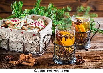 het verwarmen, thee, met, kaneel, en, cloves
