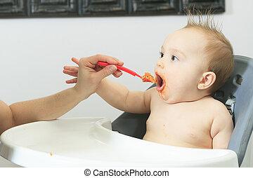 het voeden, oud, vast lichaam, zes, hongerige , maand, voedingsmiddelen, moeder, baby