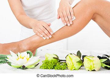 het wassen, van een vrouw, schoonheidspecialist, been